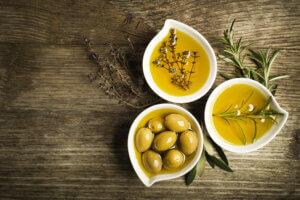 cách làm trắng da bằng dầu oliu hiệu quả